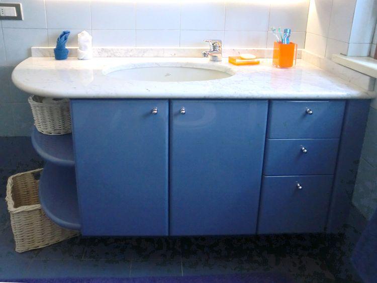 Bagno blu vittoriale vasca e doccia combinate home pavimenti rivestimenti piastrelle - Bagni italiani prezzi ...