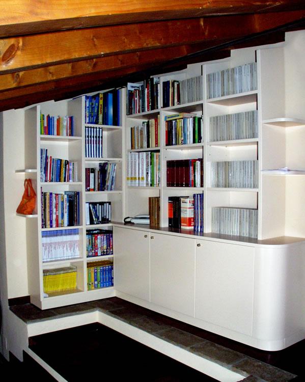 Best libreria per mansarda with librerie per mansarde for Scala per libreria ikea